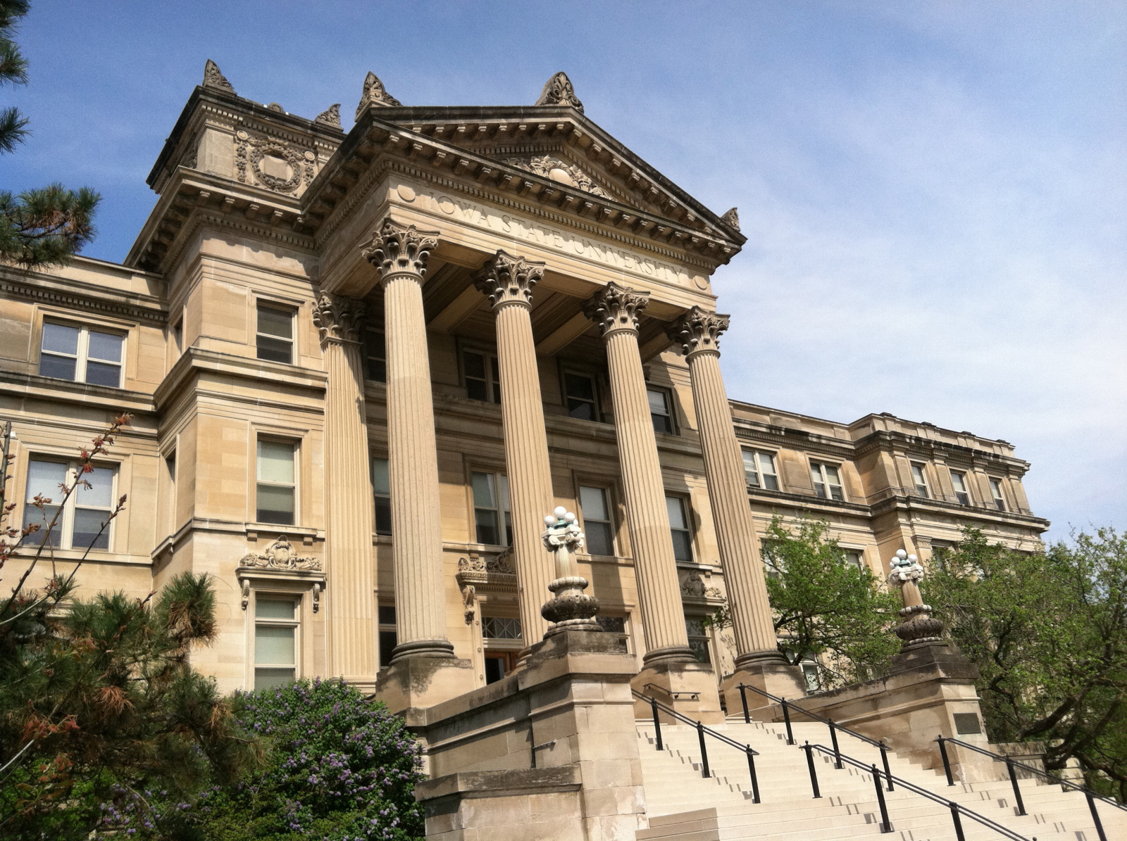 Picture of front Beardshear Hall
